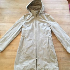 Rain coat with hood